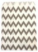 Papierové vrecko - 13 x 16 cm - sivé cik-cak prúžky